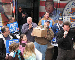 PA Workers Deliver EFCA Petitions to Sen. Specter