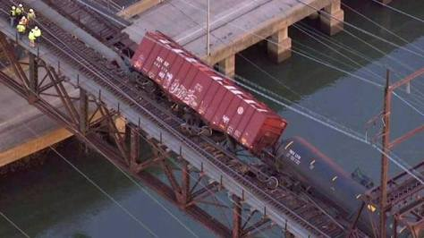 Train loaded with explosive shale oil derails downtown Philly over Schuylkill River near major university and hospital neighborhood